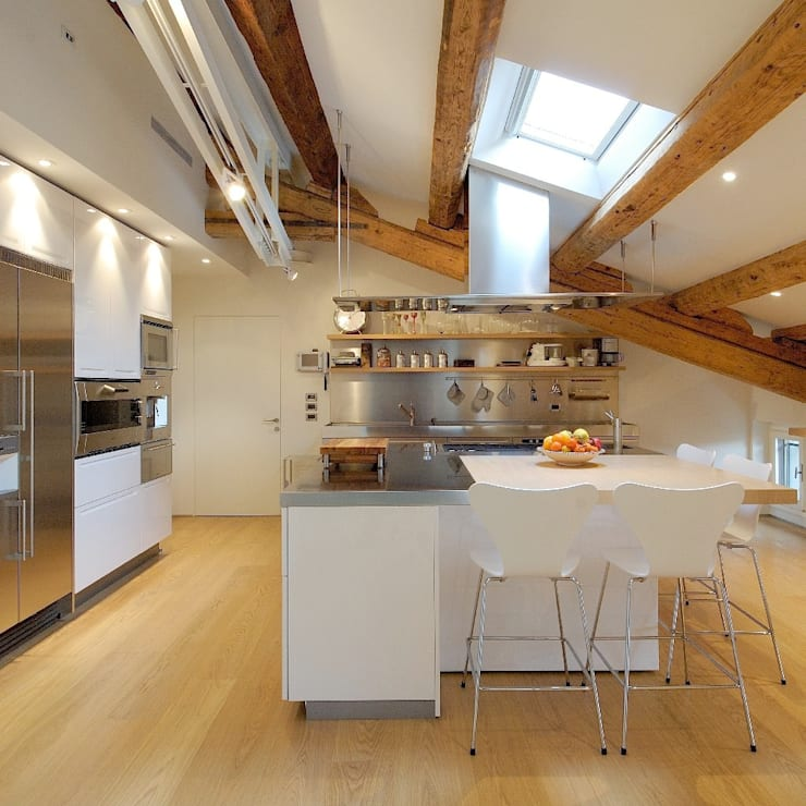 CUCINA: Cucina in stile  di M A+D Menzo Architettura+Design