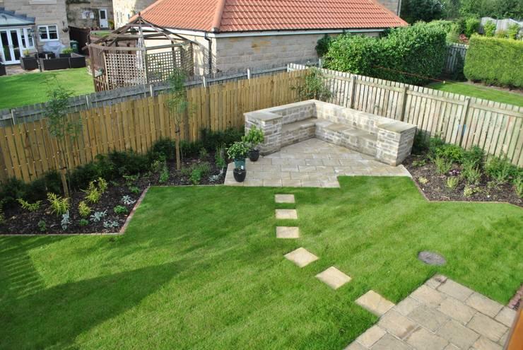 Jardines de estilo  por Native Landscape Design