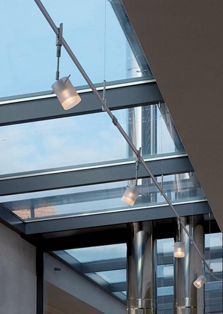 """""""antaris""""-Strahler mit Glas opalmatt auf """"turn""""-Schiene / """"kliks""""-System:   von planlicht GmbH & Co KG,Klassisch"""
