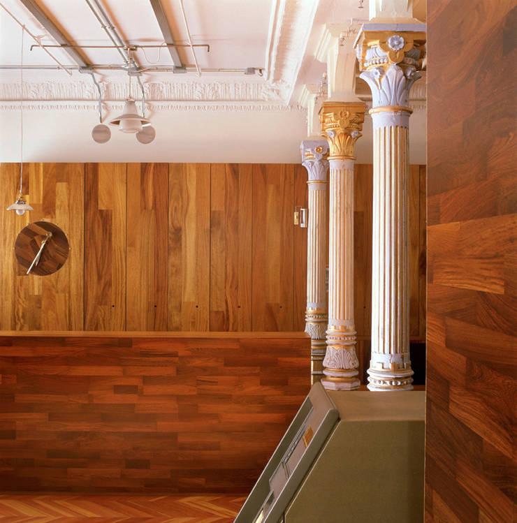 Sucursal de la Caja de Arquitectos:  de estilo  de Luis Martínez Santa-María