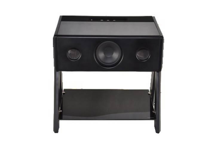 LD Cube Thruster by Samuel Accoceberry: Salle multimédia de style  par La Boite concept