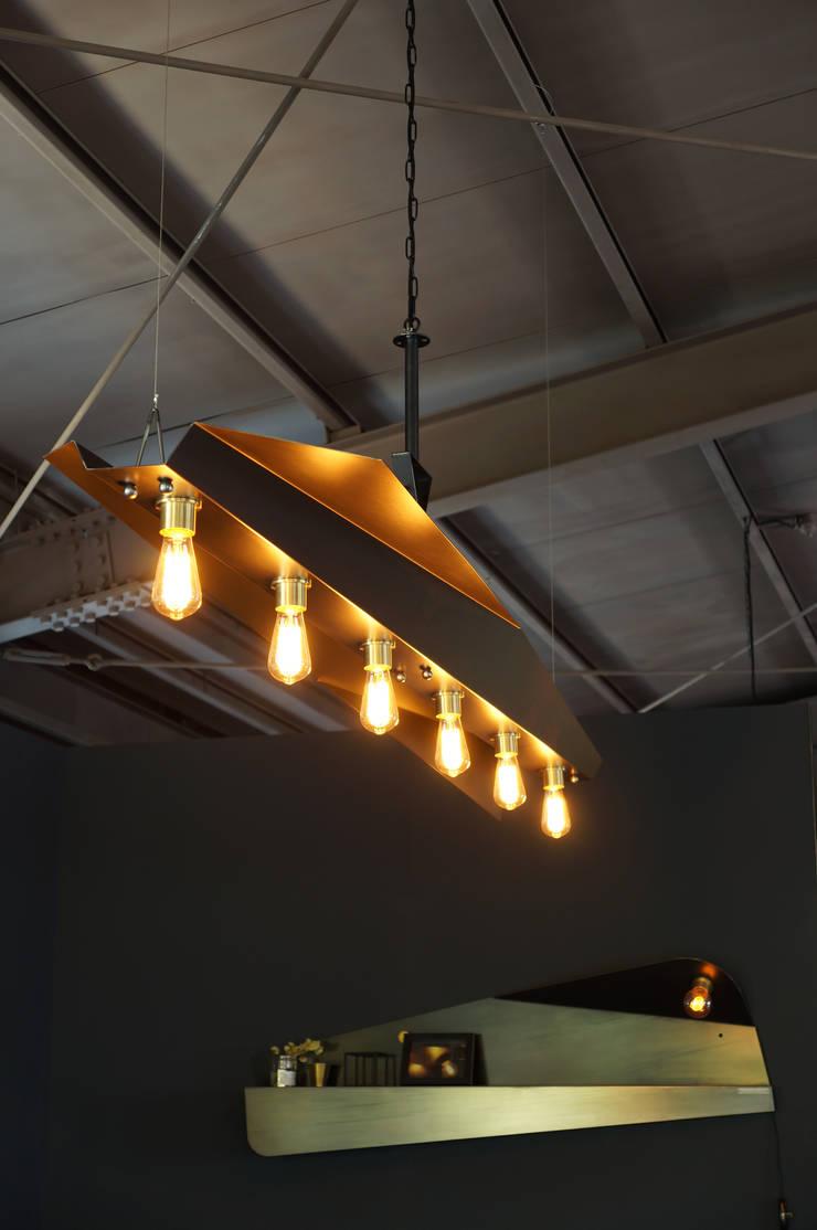 MP P.lamp – reverse: Metal Play의