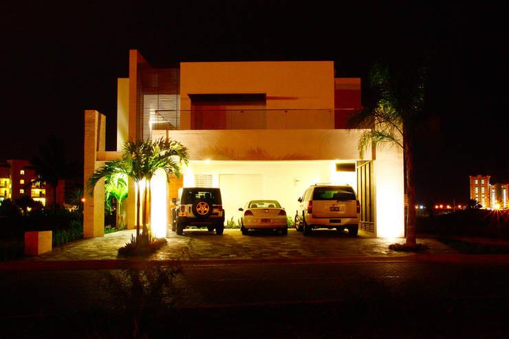 Casa Mazatlán: Casas de estilo  por 360arquitectura