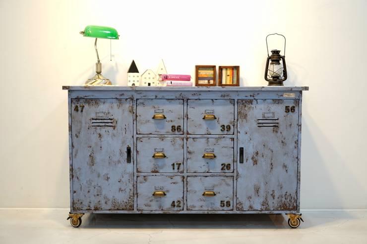 빈티지 블루 원목 철제 캐비닛: Gemma Art Company의  사무실 공간 & 가게