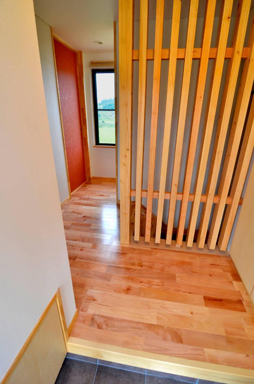 世羅の家: 宮崎環境建築設計が手掛けた廊下 & 玄関です。,