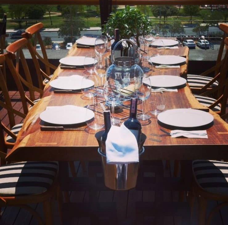 Dinner Table : Comedor de estilo  por MAKE DESIGN