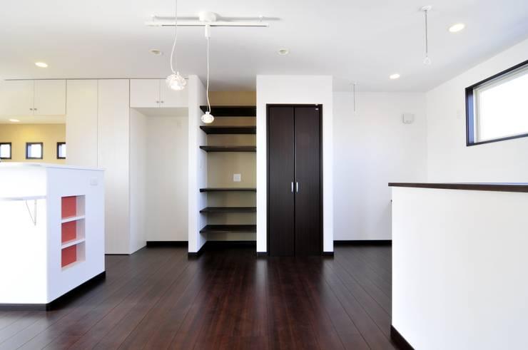 Ruang Makan oleh スクエア建築スタジオ, Modern