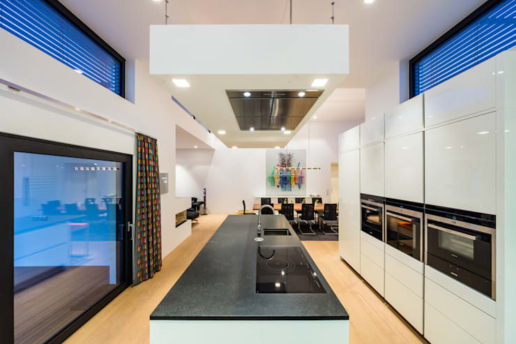 Cozinhas modernas por Helwig Haus und Raum Planungs GmbH