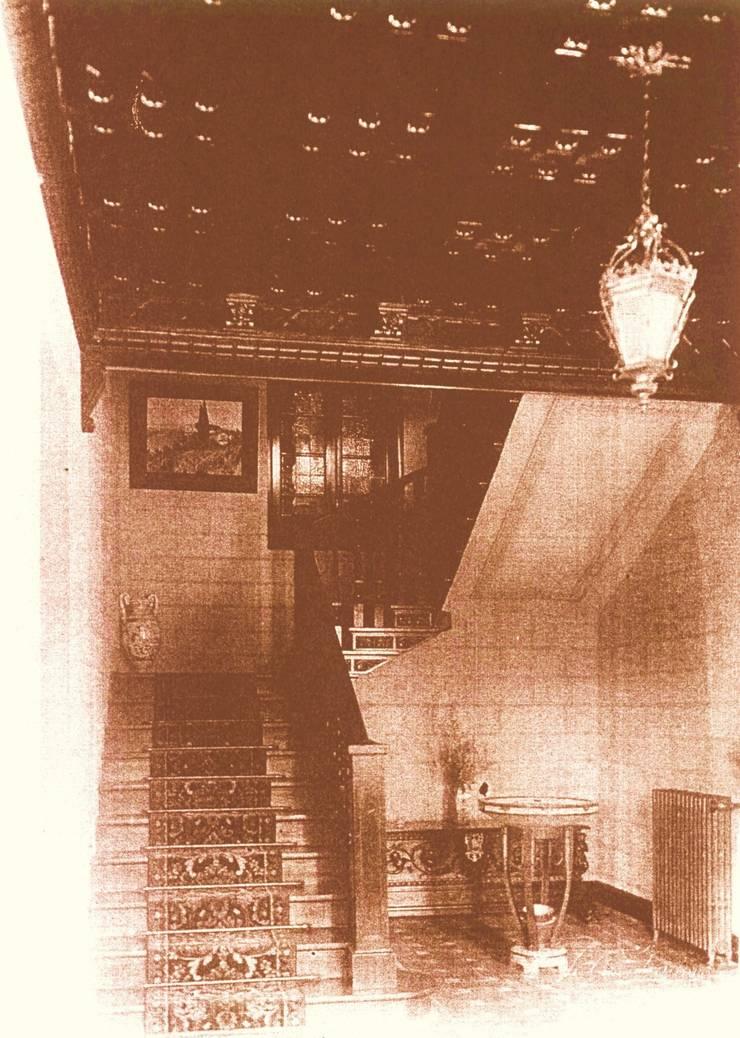 Interior, hacia 1940, escaleras: Hoteles de estilo  de ARQUIGESTIÓN ARAGÓN S.L.P.