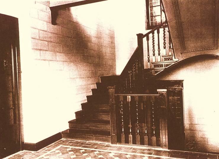 Interior, hacia 1940. Escaleras: Hoteles de estilo  de ARQUIGESTIÓN ARAGÓN S.L.P.