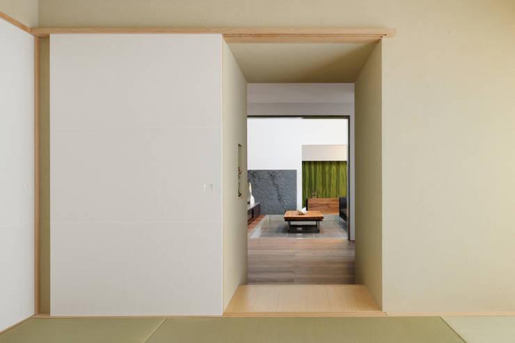 House of Representation: Form / Koichi Kimura Architectsが手掛けた和室です。,モダン