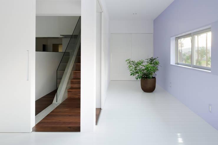 House of Representation: Form / Koichi Kimura Architectsが手掛けた廊下 & 玄関です。,モダン