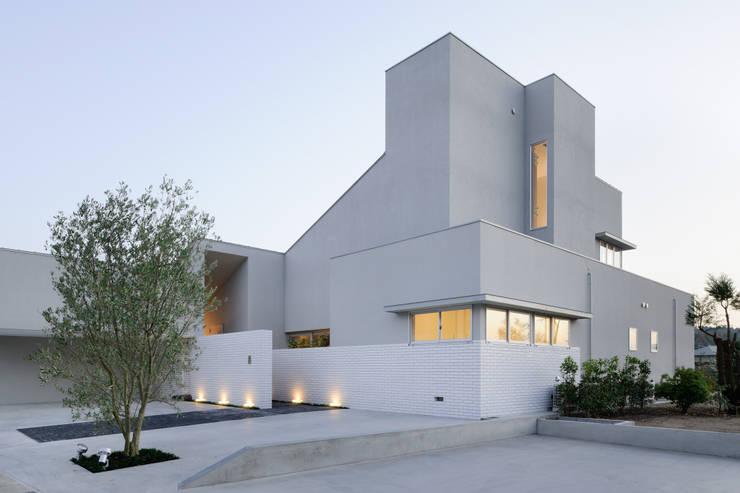 House of Representation: Form / Koichi Kimura Architectsが手掛けた家です。,モダン