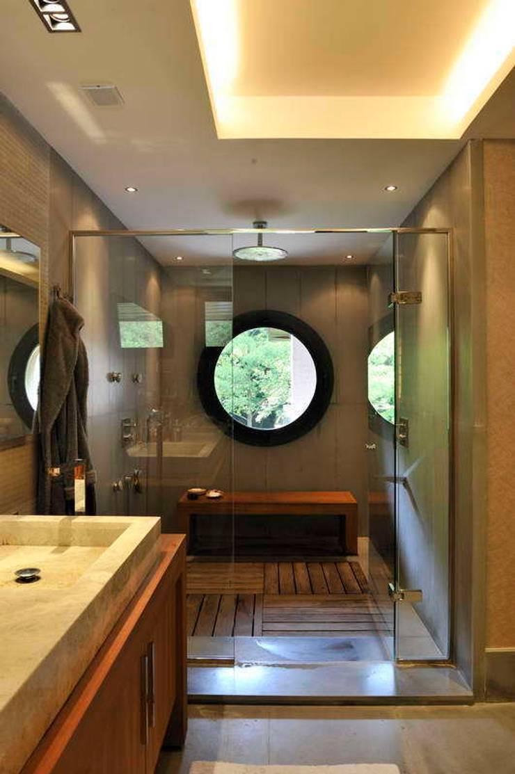 EK HOUSE SAKLIKORU:  Bathroom by Esra Kazmirci Mimarlik