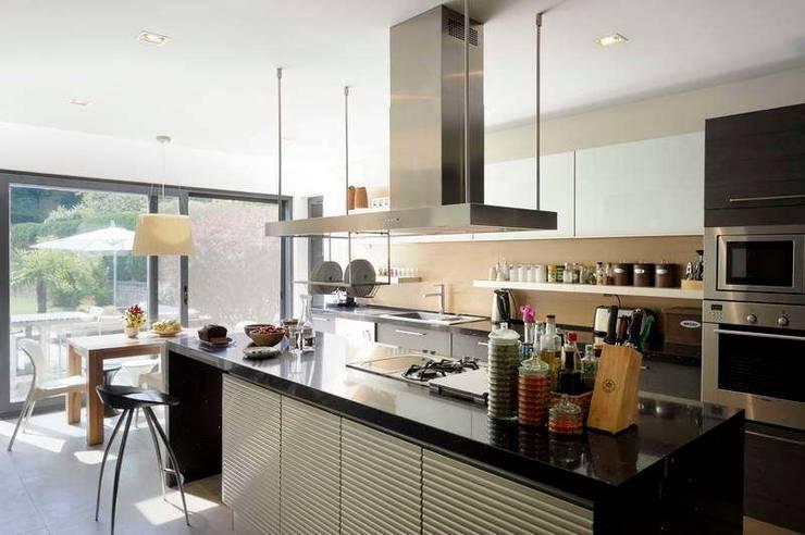 EK HOUSE SAKLIKORU:  Kitchen by Esra Kazmirci Mimarlik