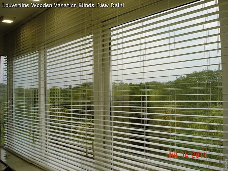 Wooden Blinds, Bass wood Blinds :  Living room by Louverline Blinds