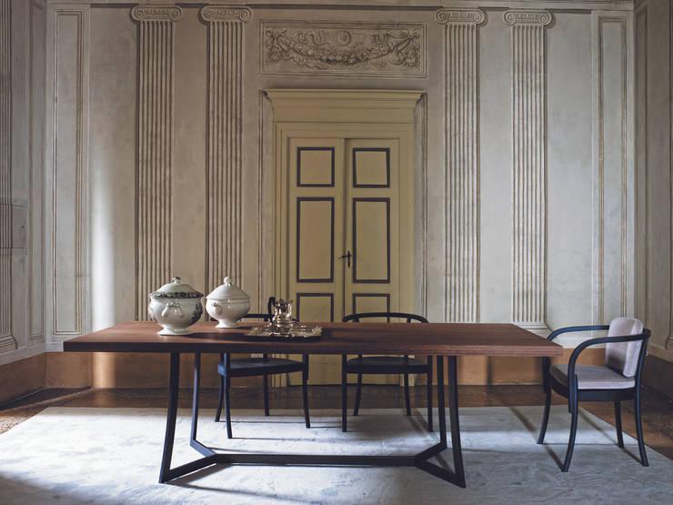 TAVOLO KING: Sala da pranzo in stile  di Ciacci