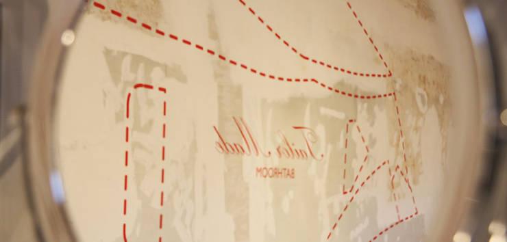 Tailor Made Bathroom - Dettagli: Allestimenti fieristici in stile  di Alhambretto Design Studio,