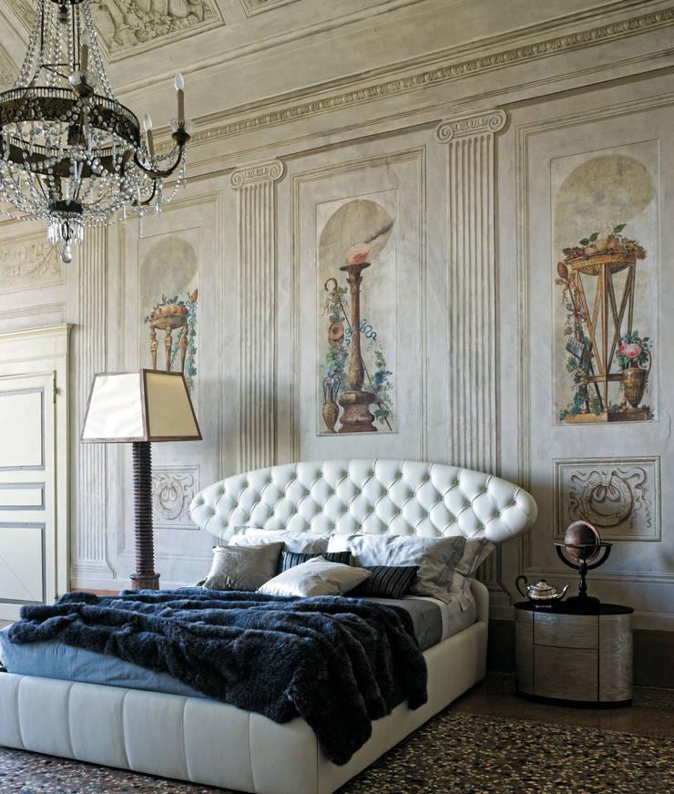 LETTO DOLCEVITA: Camera da letto in stile  di Ciacci