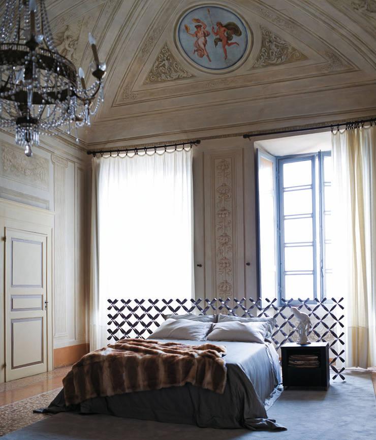 LETTO EMPIRE: Camera da letto in stile  di Ciacci
