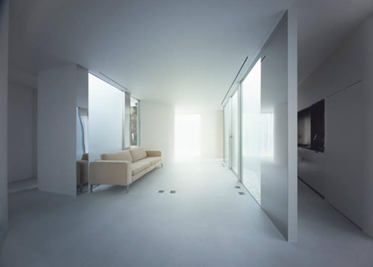 House in Komae:  Makoto Yamaguchi Designが手掛けたリビングです。