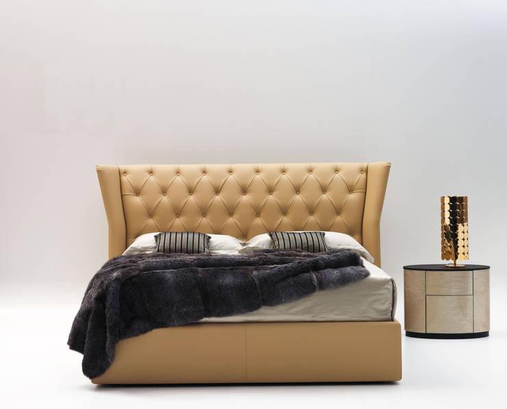 LETTO DESIRE: Camera da letto in stile  di Ciacci