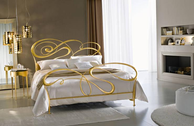 LETTO FLY: Camera da letto in stile  di Ciacci,