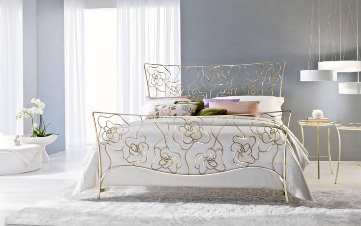 LETTO TEA: Camera da letto in stile  di Ciacci,