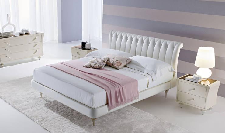 LETTO JASMINE: Camera da letto in stile  di Ciacci,