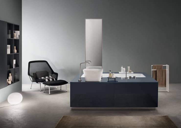 MAKROSYSTEMS: Bagno in stile in stile Minimalista di makro