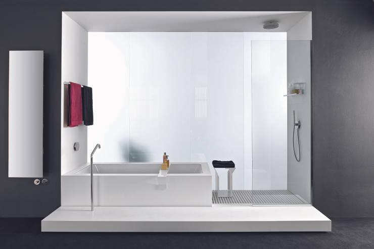 MAKROSYSTEMS: Bagno in stile  di makro