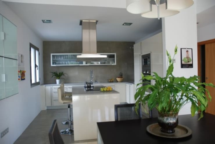 Cocina: Casas de estilo  de REQUE-GALLEGO Arquitectos