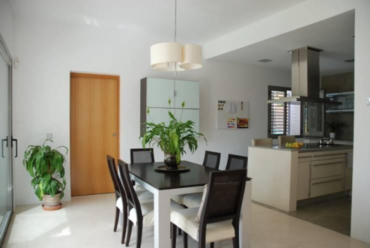 Cocina y comedor: Casas de estilo  de REQUE-GALLEGO Arquitectos
