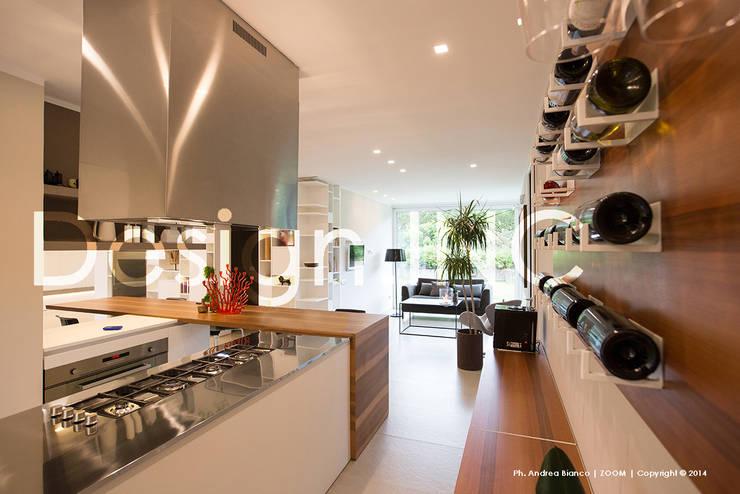 IN-OUT: Cucina in stile  di Design.inc,