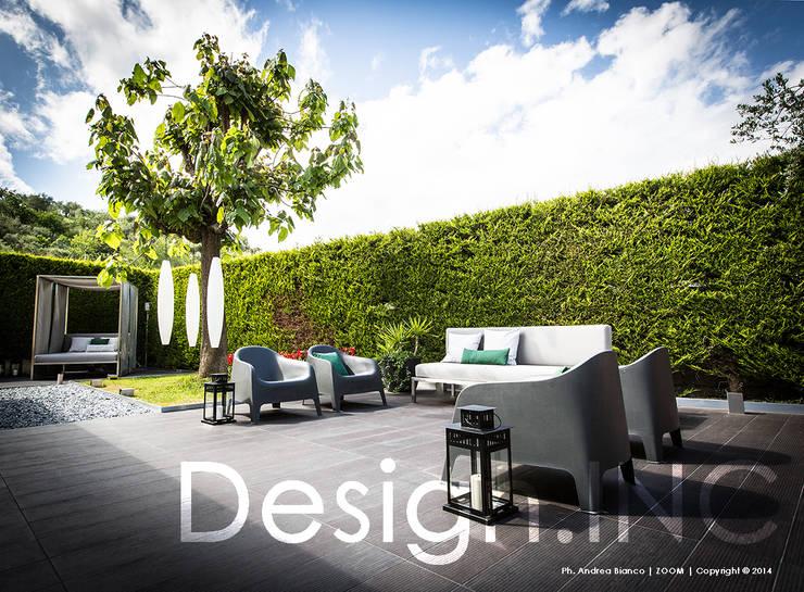 IN-OUT: Giardino in stile  di Design.inc,