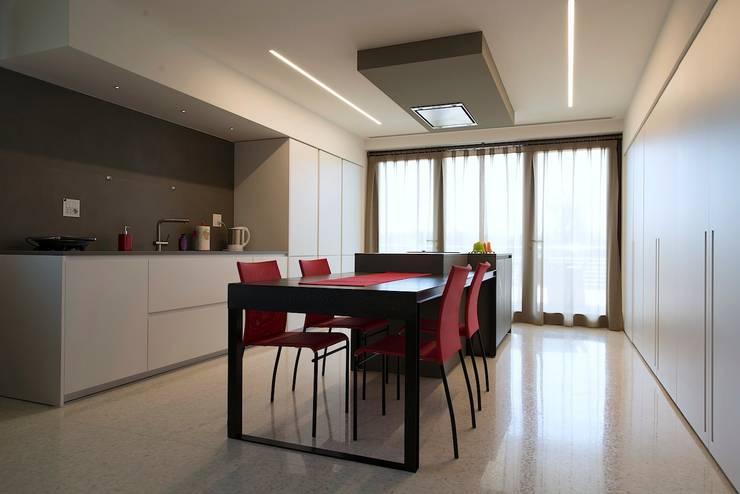Cucina: Cucina in stile  di M A+D Menzo Architettura+Design,