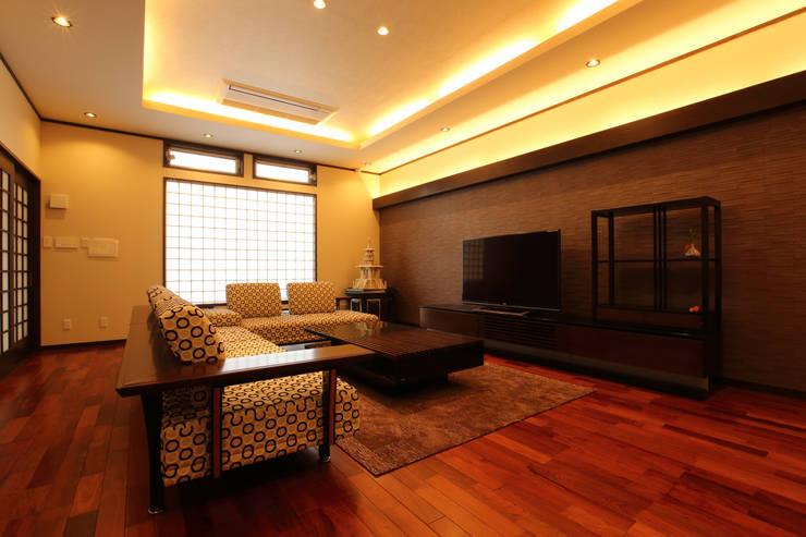 Projekty,  Pokój multimedialny zaprojektowane przez やまぐち建築設計室