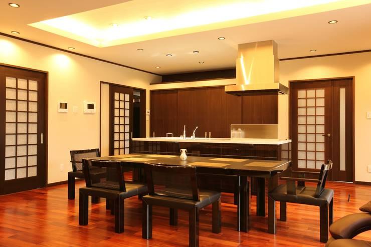Projekty,  Jadalnia zaprojektowane przez やまぐち建築設計室