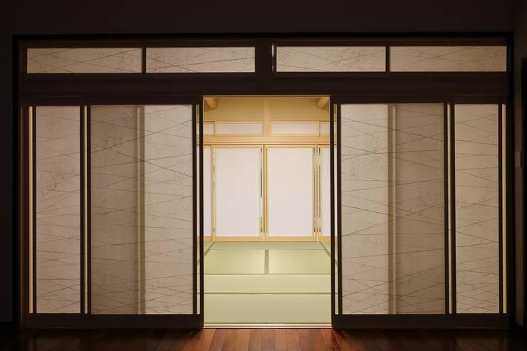 もてなしの家・和のエスプリを継ぐ家: やまぐち建築設計室が手掛けた窓です。
