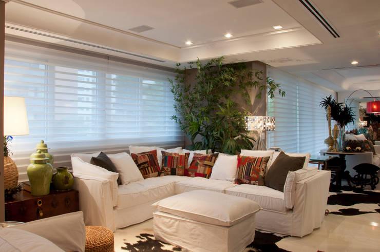 Cliente G: Salas de estar  por Link Interiores