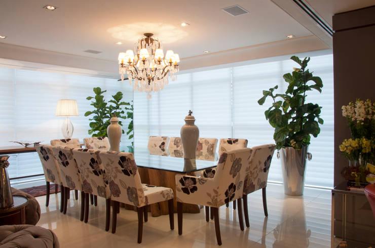 Cliente G: Salas de jantar clássicas por Link Interiores