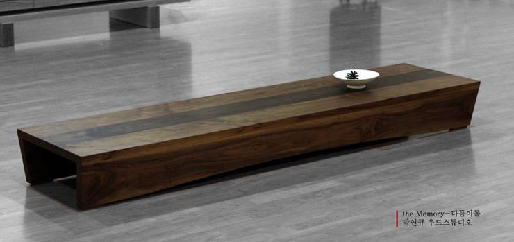 Tea table, 다듬이돌: Y.G.Park Wood Studio [박연규 우드스튜디오]의 현대 ,모던