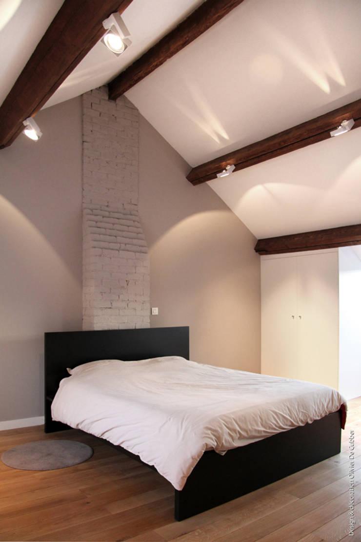 Espace de 35m2 sous toiture: Chambre de style  par Olivier De Cubber - Architecture d'intérieur, design & décoration