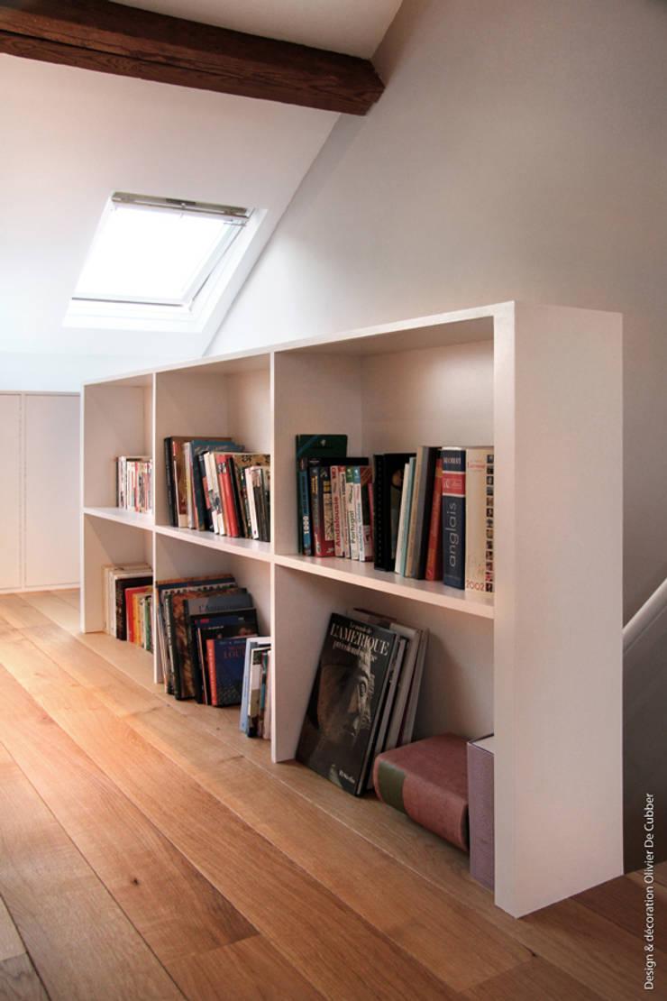 Un nouvel espace de 35m2 sous toiture: Chambre de style  par Olivier De Cubber - Architecture d'intérieur, design & décoration