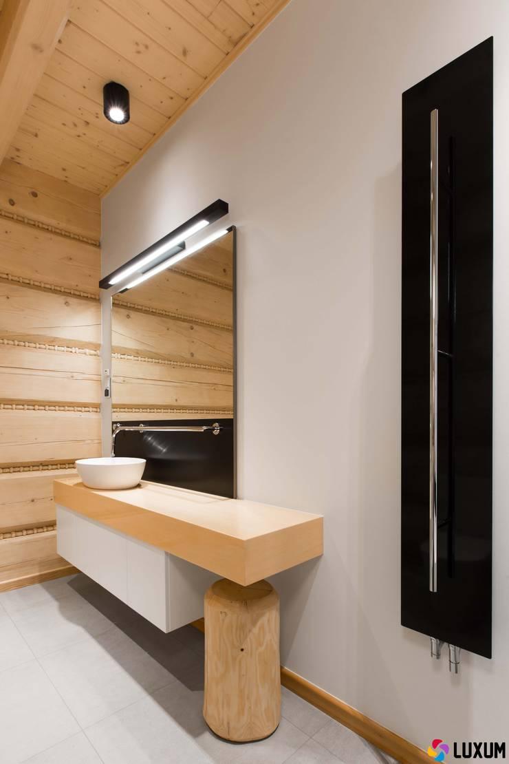Nowoczesna łazienka: styl , w kategorii Łazienka zaprojektowany przez Luxum