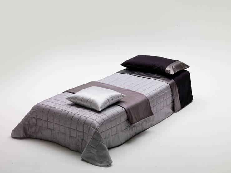 BILL: Camera da letto in stile  di Milano Bedding