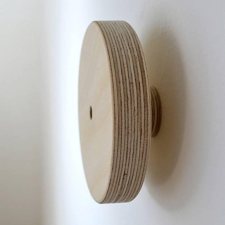 Perchero individual de madera - DEROUND: Vestíbulos, pasillos y escaleras de estilo  de debosc