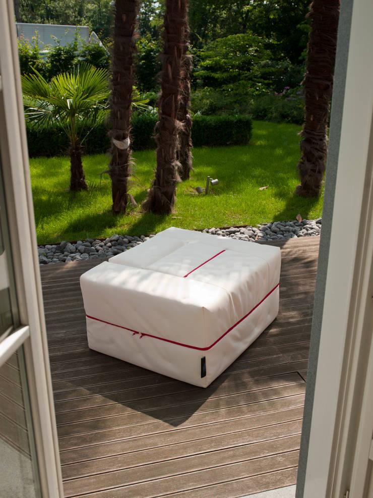 DIVALETTO: Soggiorno in stile  di Milano Bedding,