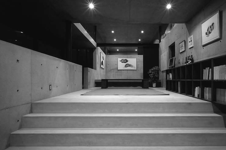 Salas de entretenimiento de estilo  por 藤本寿徳建築設計事務所, Moderno