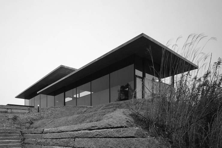 Casas de estilo  por 藤本寿徳建築設計事務所, Moderno